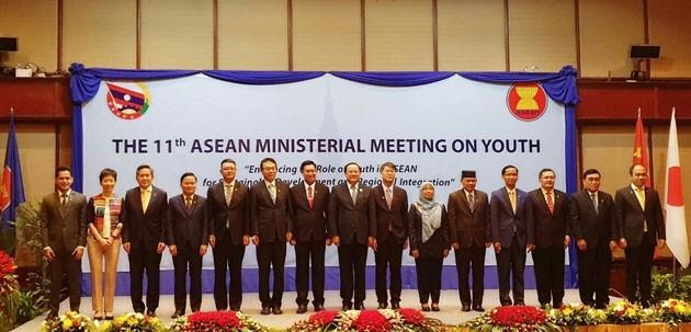 Mendorong peranan kaum pemuda dalam perkembangan yang berkesinambungan dan konektivitas  kawasan ASEAN - ảnh 1