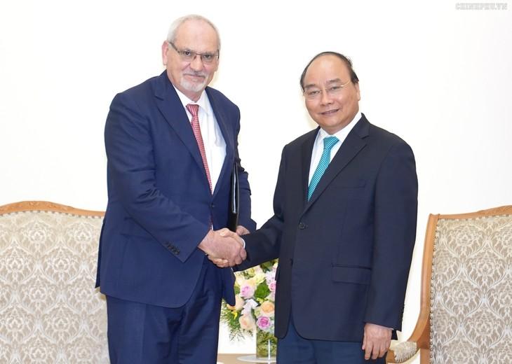 PM Nguyen Xuan Phuc menerima Direktur Jenderal Eksekutif IFC merangkap Wakil Presiden  Kelompok WB, Philippe Le Houérou - ảnh 1