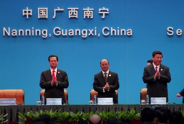 Nguyen Tan Dung à la foire et au Sommet sur l'investissement et le commerce  - ảnh 1