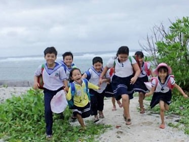 Overseas Vietnamese donate to build schools on Sinh Ton Island - ảnh 1