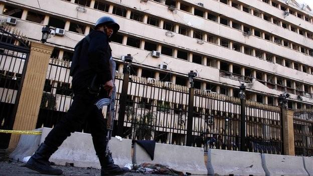 Car bomb blast hit police station in Cairo  - ảnh 1