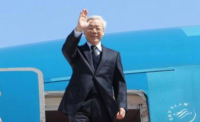 Party leader Nguyen Phu Trong meets Vietnamese Embassy staff and OVs in Japan - ảnh 1