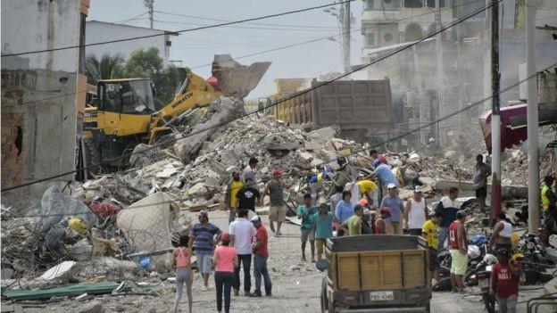 Ecuadorian President visits earthquake affected region - ảnh 1