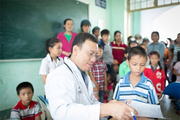 Free surgery for poor children with congenital heart diseases - ảnh 1