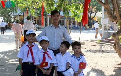 Warm feelings between teachers & students in Truong Sa archipelago  - ảnh 2