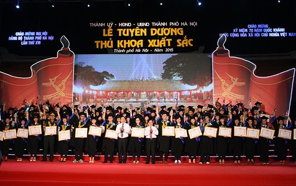Hanoi to honor 100 outstanding valedictorians at the Temple of Literature  - ảnh 1