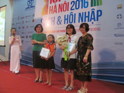 "27 students honored as Hanoi's ""Ambassadors of Reading Culture"" - ảnh 1"