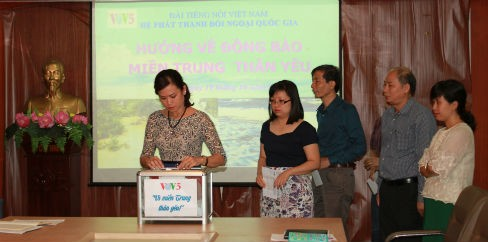 VOV5 gives a helping hand to flood-hit central region - ảnh 2