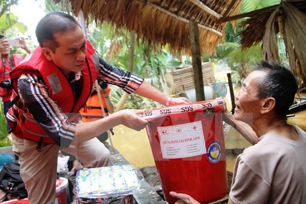 OVs make donations to help flood victims in central region - ảnh 1