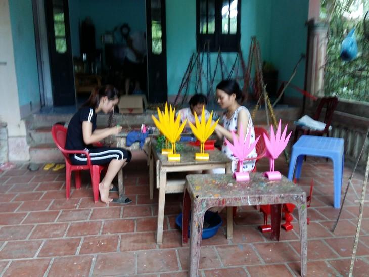 Thach Xa village makes bamboo dragonflies  - ảnh 3