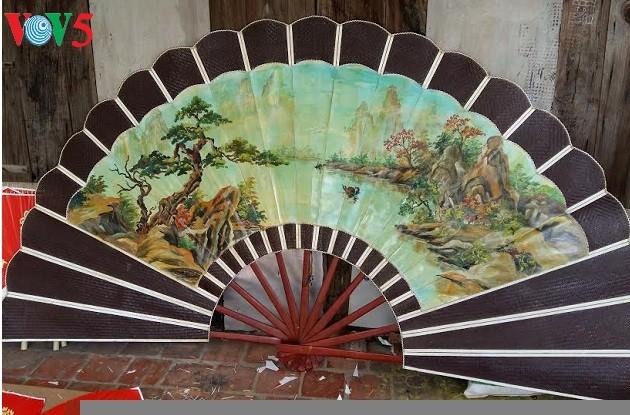 Chang Son paper fan making village - ảnh 1