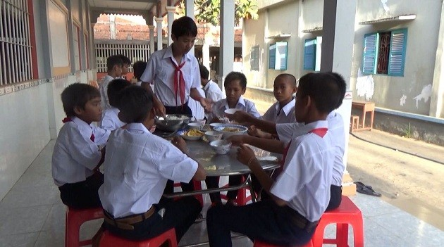 Khmer pagoda helps disadvantaged children attend school - ảnh 2