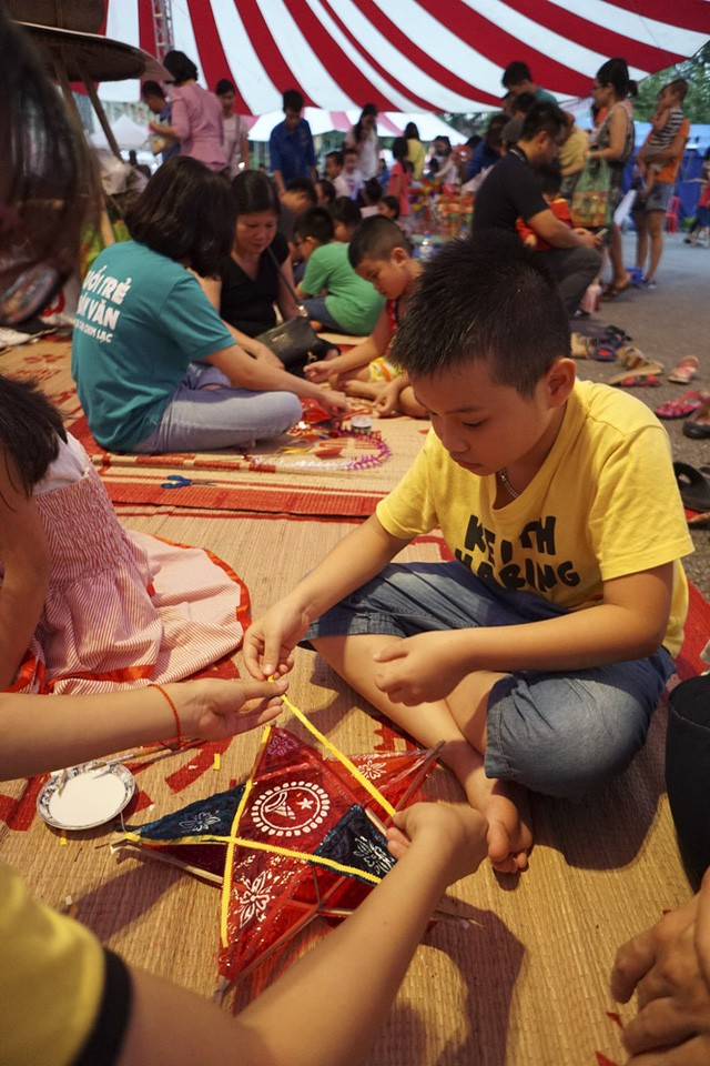 2017 Mid-Autumn Festival entertains children with folk games - ảnh 2