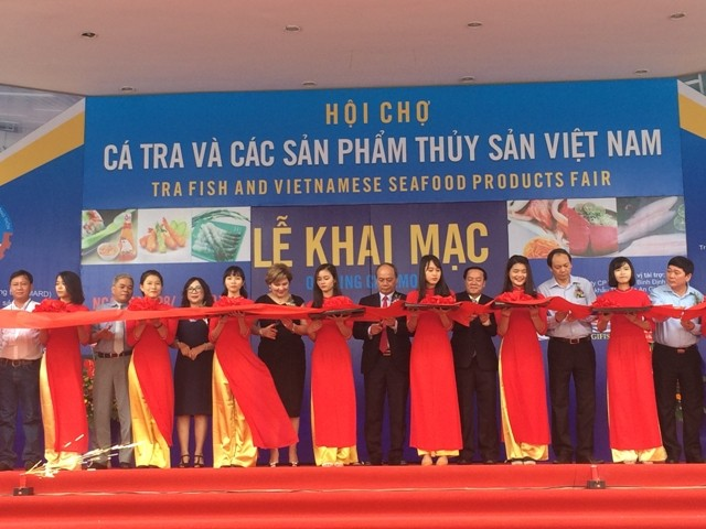 Tra fish and seafood product fair 2017 opens in Hanoi - ảnh 1