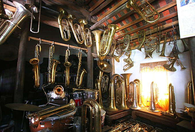 Pham Phao villagers make brass instruments - ảnh 1