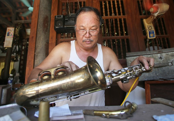 Pham Phao villagers make brass instruments - ảnh 2