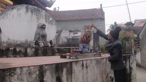 Dich Vi village worships stone dog - ảnh 2