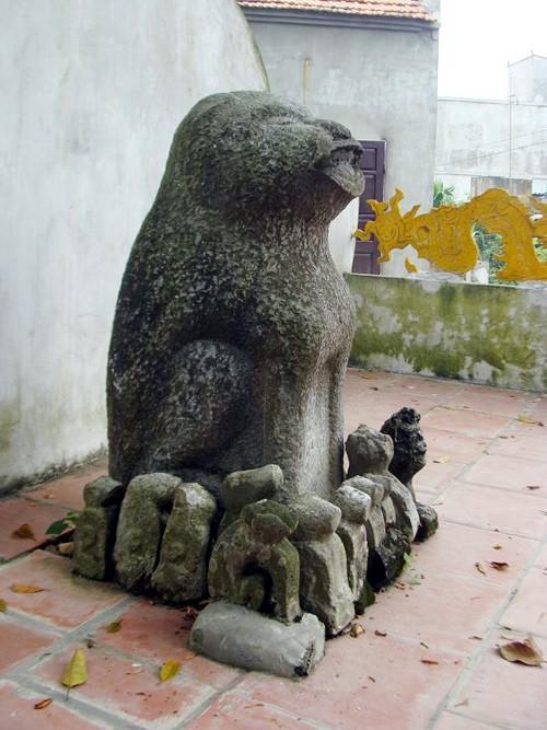 Dich Vi village worships stone dog - ảnh 1