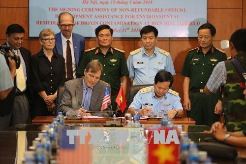 Vietnam, US sign agreement on dioxin treatment in Bien Hoa - ảnh 1