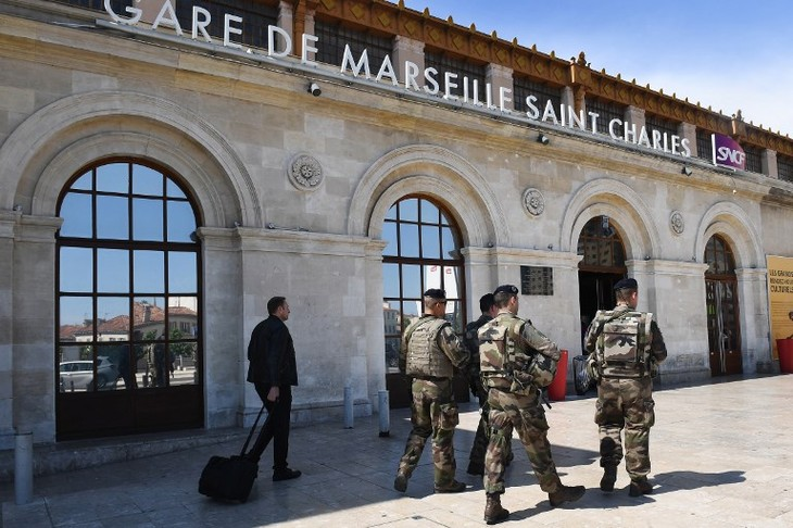 French police identify alleged terror suspect at Marseille railway station - ảnh 1