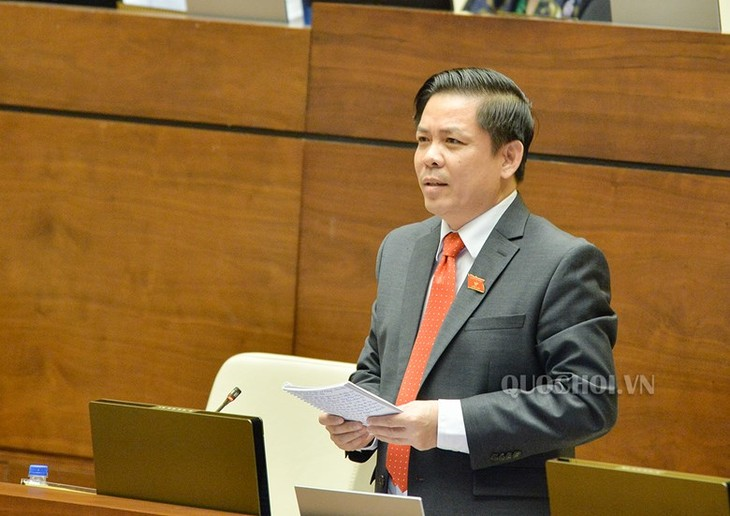 Lawmakers question cabinet members on transport, natural resources   - ảnh 1