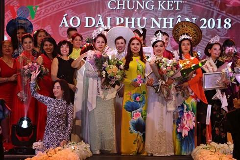 Winners of Mrs. Ao Dai Vietnam Europe 2018 announced - ảnh 1