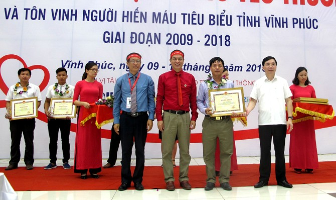Red Journey 2018: 2,000 people donate blood in Vinh Phuc  - ảnh 1