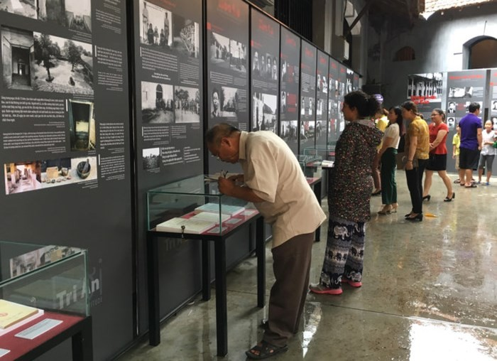Special exhibition marks War Invalids and Martyrs' Day  - ảnh 2