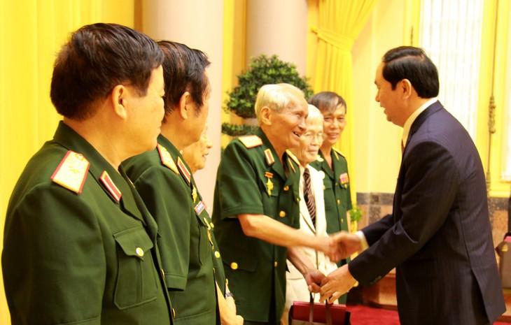 陈大光会见援助老挝越南志愿军和军事专家联谊会 - ảnh 1