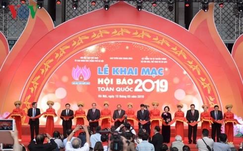Thủ tướng đánh trống khai mạc Hội Báo toàn quốc 2019 tại Hà Nội - ảnh 1