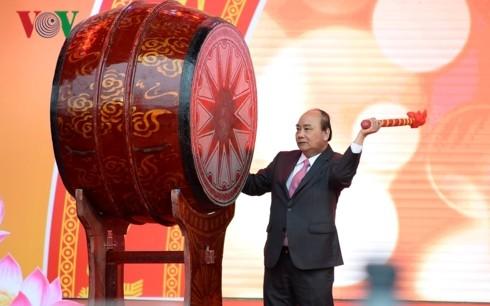 Thủ tướng đánh trống khai mạc Hội Báo toàn quốc 2019 tại Hà Nội - ảnh 3