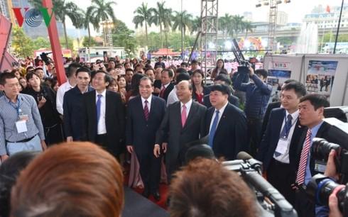 Thủ tướng đánh trống khai mạc Hội Báo toàn quốc 2019 tại Hà Nội - ảnh 5
