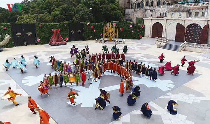 Vũ hội Ánh dương: Show diễn đẳng cấp quốc tế đầu tiên tại Đà Nẵng - ảnh 19