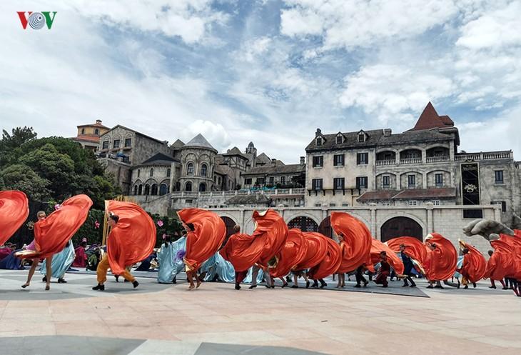 Vũ hội Ánh dương: Show diễn đẳng cấp quốc tế đầu tiên tại Đà Nẵng - ảnh 21