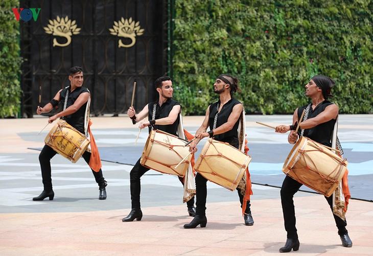 Vũ hội Ánh dương: Show diễn đẳng cấp quốc tế đầu tiên tại Đà Nẵng - ảnh 2