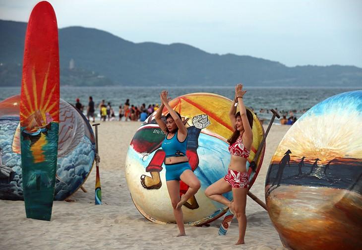 """Màn trình diễn Flashmob bikini """"đốt cháy"""" bãi biển Đà Nẵng - ảnh 18"""