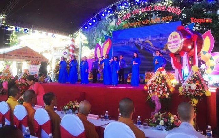 All Souls' Day festival  in Danang's Marble Mountain relic site - ảnh 1