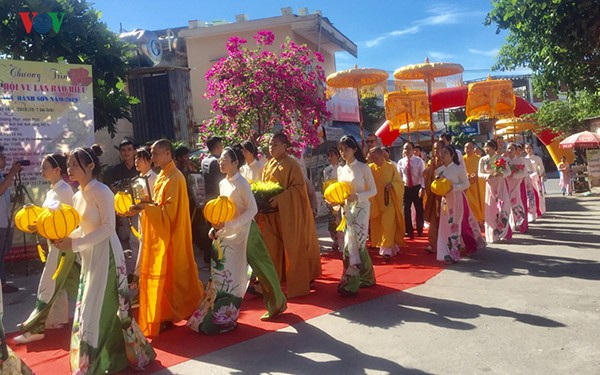All Souls' Day festival  in Danang's Marble Mountain relic site - ảnh 3