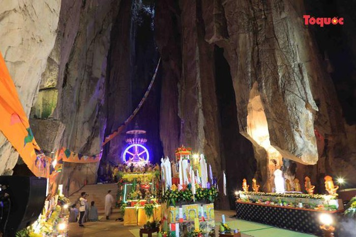 All Souls' Day festival  in Danang's Marble Mountain relic site - ảnh 6
