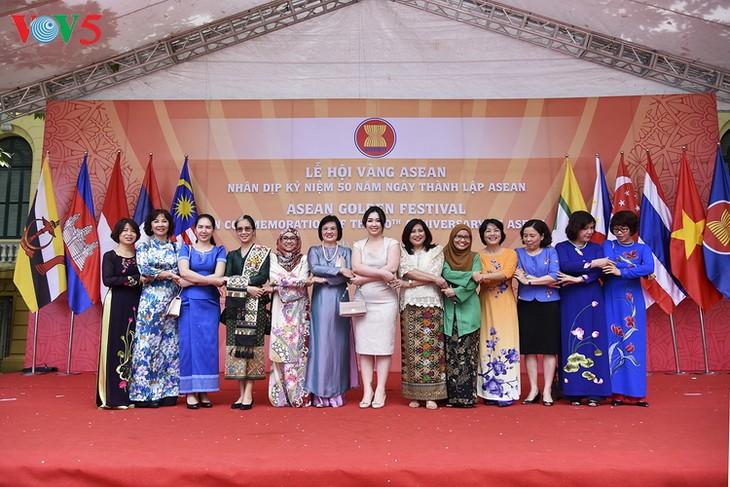 Une fête de l'ASEAN à Hanoi en honneur de son 50ème anniversaire  - ảnh 1