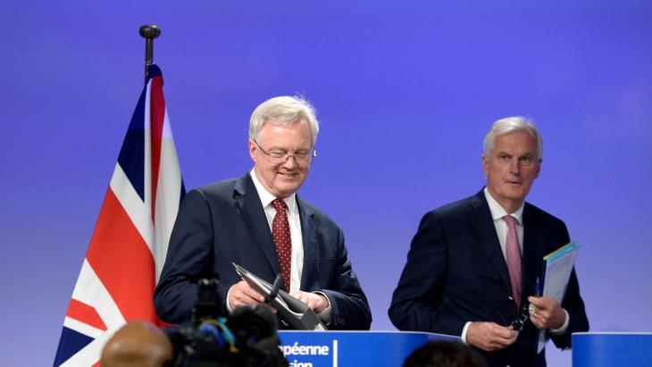 Brexit: Barnier exhorte Londres à négocier