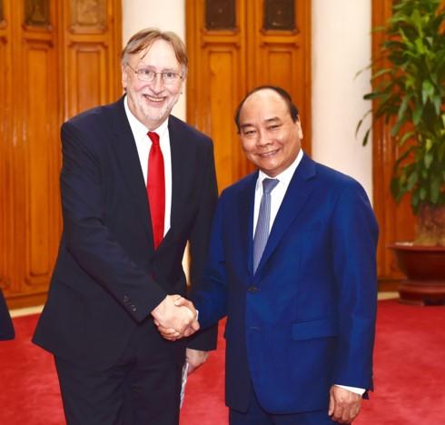 Nguyen Xuan Phuc déroule le tapis rouge aux investisseurs internationaux - ảnh 1