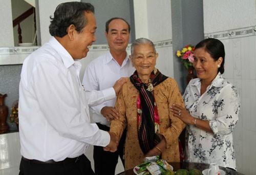 Truong Hoa Binh rencontre des électeurs de Long An - ảnh 1
