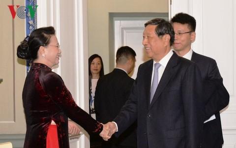 Nguyen Thi Kim Ngan rencontre des parlementaires russe et chinois - ảnh 2