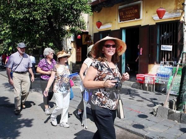 Le Vietnam a accueilli plus d'un million de touristes en octobre 2017 - ảnh 1