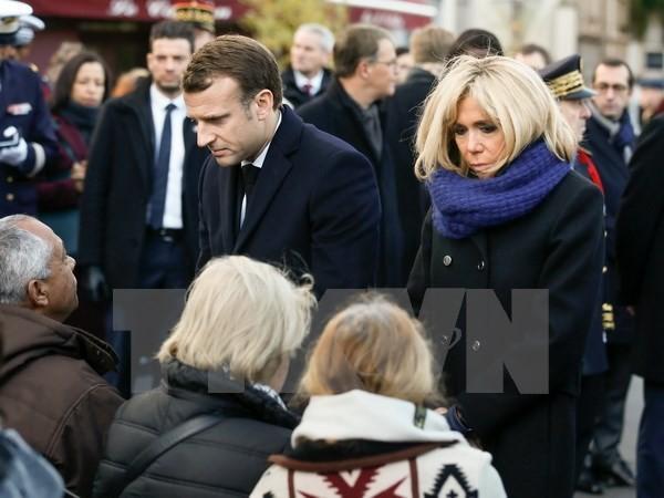 Emmanuel Macron rend hommage aux victimes du 13 novembre 2015 - ảnh 1