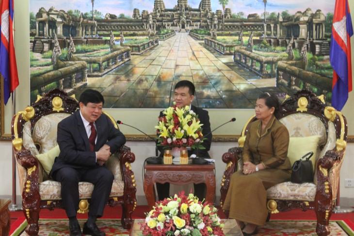 Le président de VOV en visite au Cambodge - ảnh 1