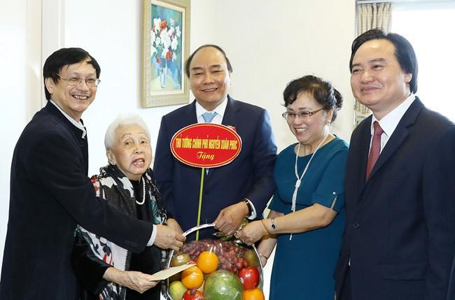 Célébration de la journée des enseignants vietnamiens - ảnh 1
