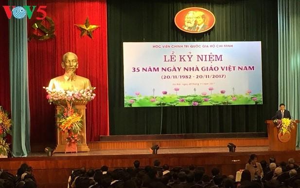 Célébration de la journée des enseignants vietnamiens - ảnh 4