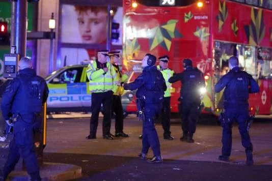 Londres: la police mobilisée pour une fausse alerte à la station de métro Oxford Circus - ảnh 1